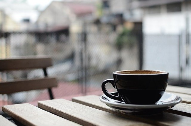 ¿Puede la empresa unilateralmente descontar las pausas del café y el cigarro del tiempo efectivamente trabajado?